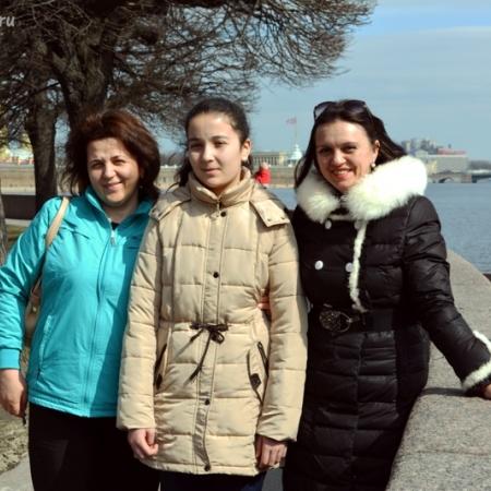 Любимая мама и учительница сопровождали Розу